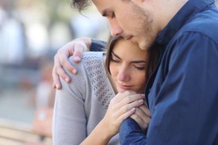 Jak traktować rodziców po poronieniu?